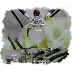Anheng, Gudinne i sølv med rosekvarts, granat og skinn