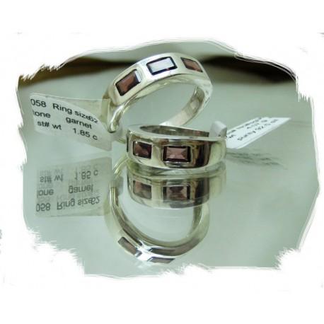 Sølvring m/3 stener, rød granat